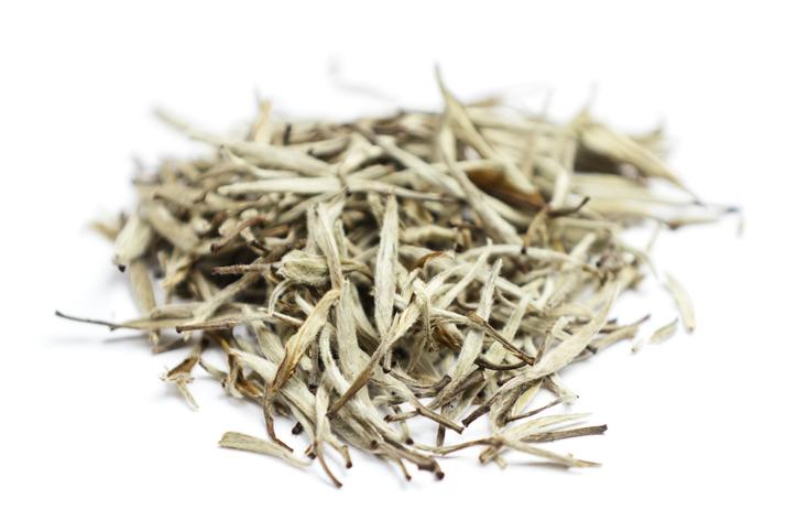 um conjunto de folhas de Chá Branco